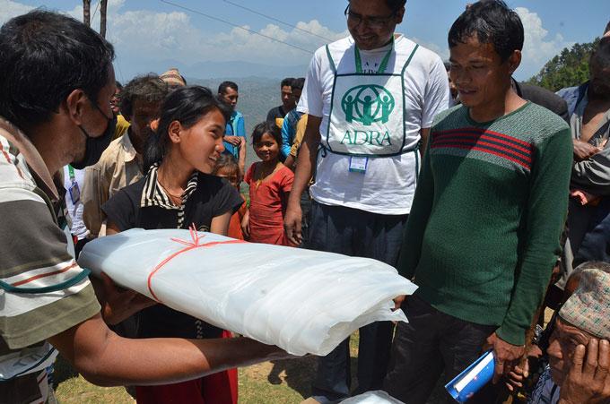 Distribuzione Tende Nepal