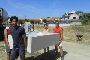 sfoglia la gallery attività di sgombero e pulizia della scuola di Maria Rocca